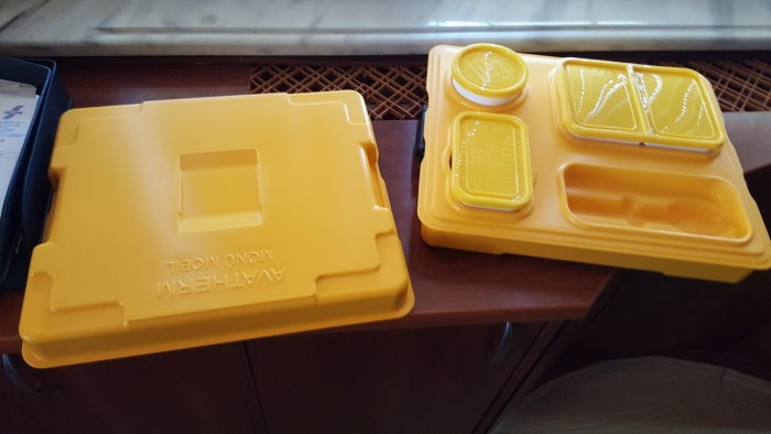 Термоподнос с замком и комплектом посуды с крышками Menu Mobile - 3